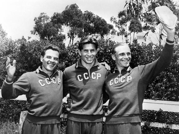 Чемпионы Олимпиады посовременному пятиборью Иван Дерюгин, Игорь Новиков иАлександр Тарасов вМельбурне, 1956 год.