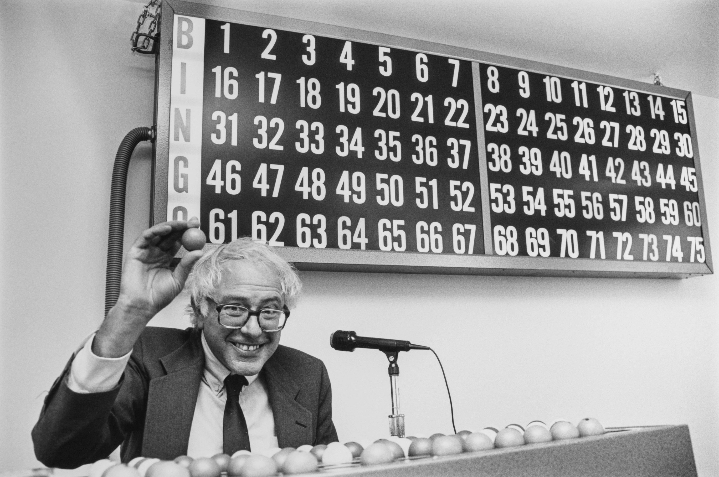 Берни Сандерс играет в«бинго», 22 октября 1990, Вермонт