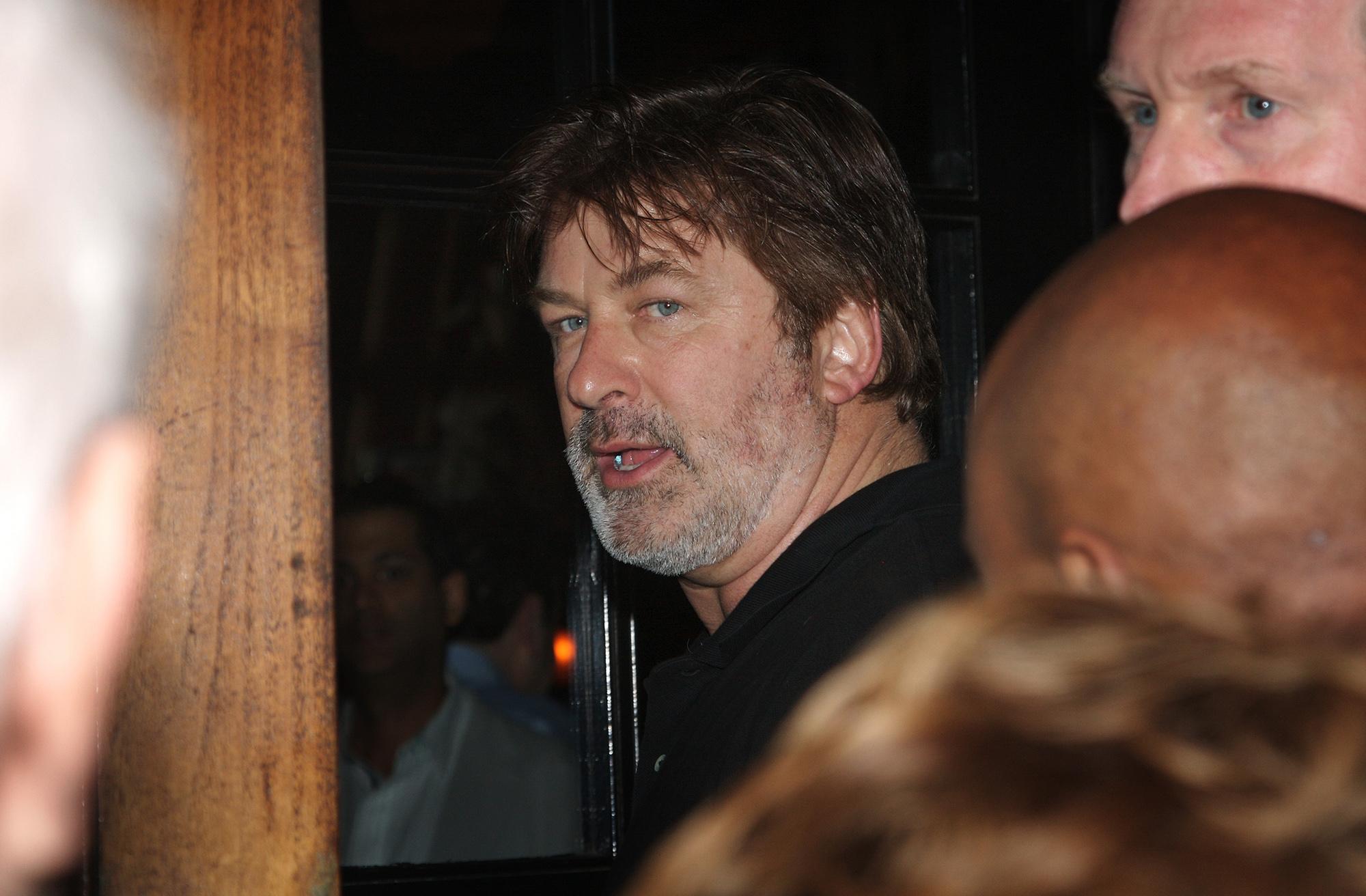 Алек Болдуин напрощальной вечеринке послучаю закрытия легендарного нью-йоркского ресторана Elaine's вмае 2011 года.
