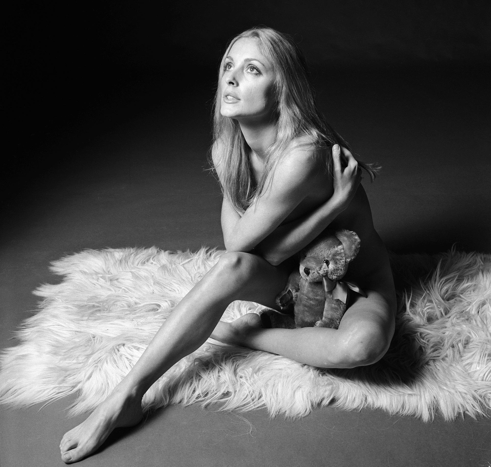 Обнаженная Шерон Тейт позирует фотографу Терри О'Нилу, 1969.