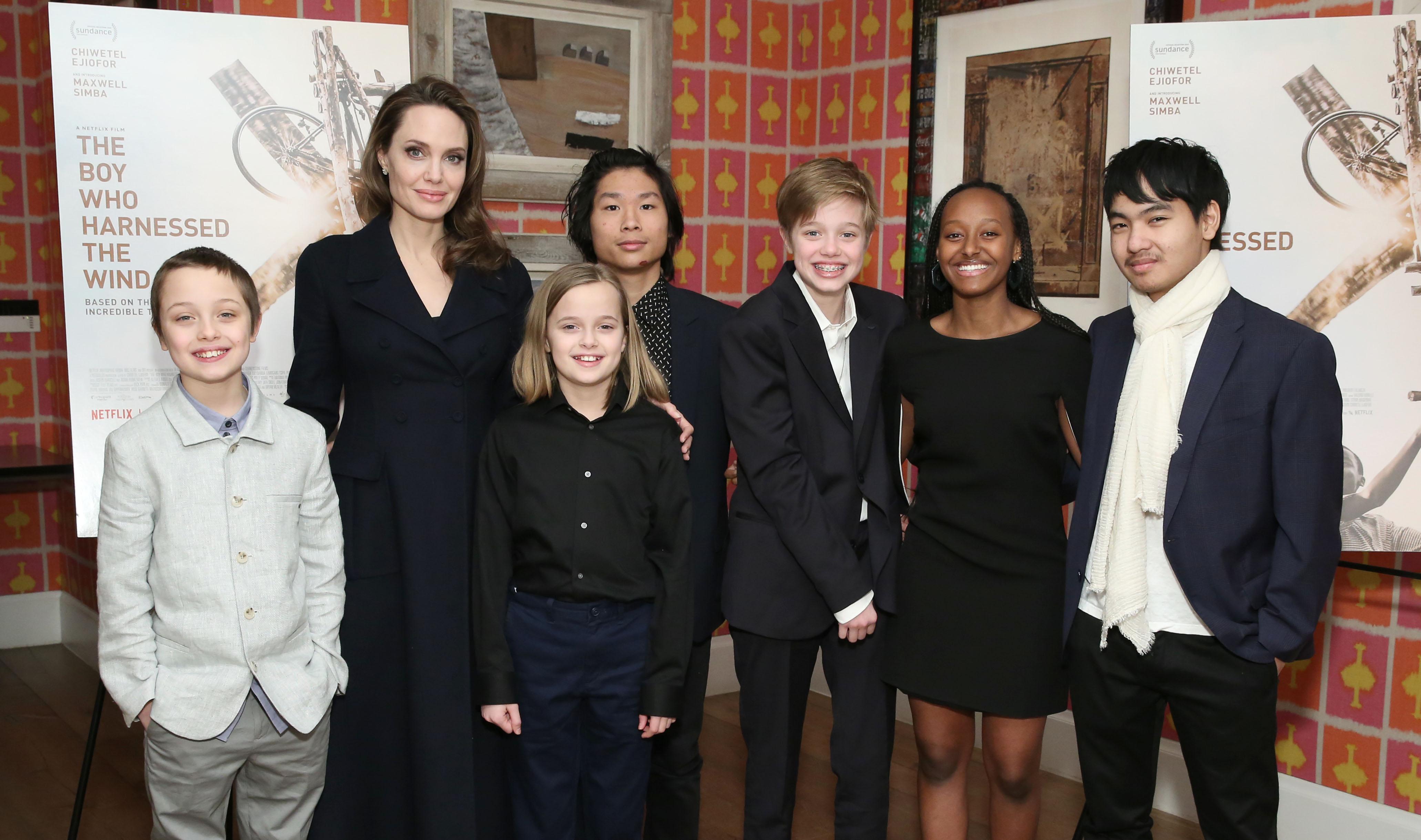 Анжелина Джоли со своими детьми