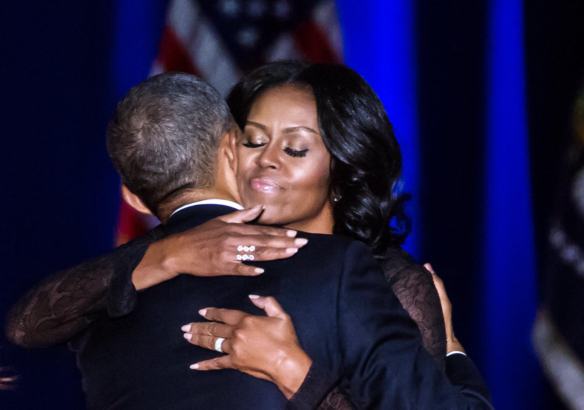 Президент США Барак Обама ипервая ЛЕДИ Мишель Обама танцуют во время инаугурационного приема вконференц-центре Уолтера Вашингтона 21 января 2013 вВашингтоне. Втот день начался второй президентский срок Барака.