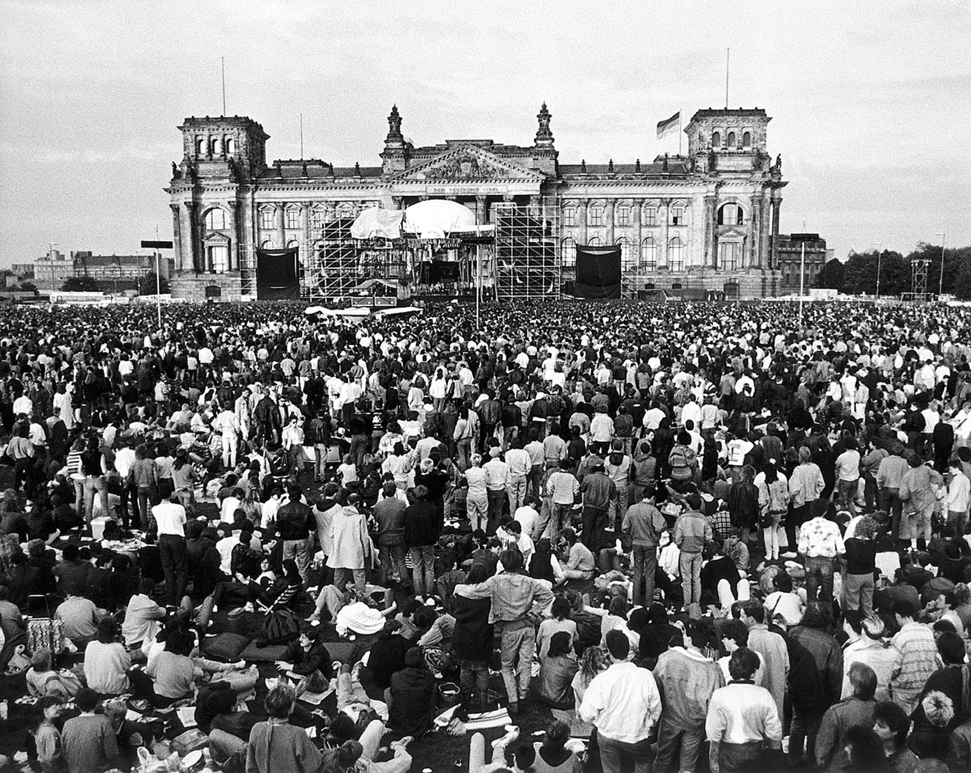 Концерт Дэвида Боуи уРейхстага 6 июня 1987 года