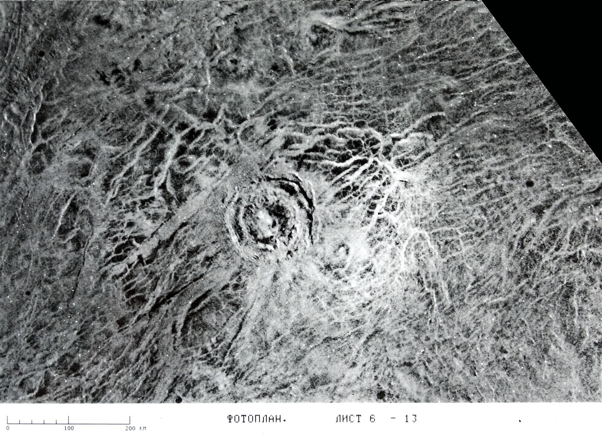 Радиолокационное изображение северных широт Венеры скосмического корабля СССР