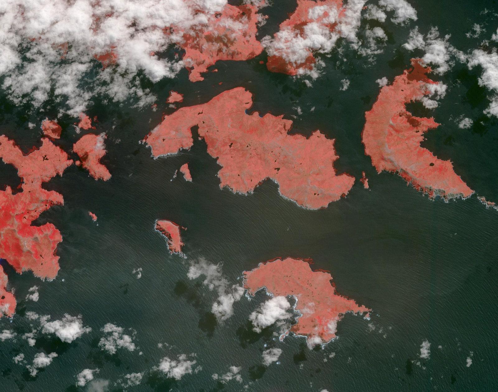 Мыс Горн — самая южная часть архипелага Огненная Земля вЧили. Обычно это последний кусочек суши, который видят исследователи, отправляясь наюг всторону Антарктиды. Этот водный путь, известный как пролив Дрейка, имеет печальную славу из-за сильных ветров иплохой погоды: парусные корабли часто терпят там бедствие.