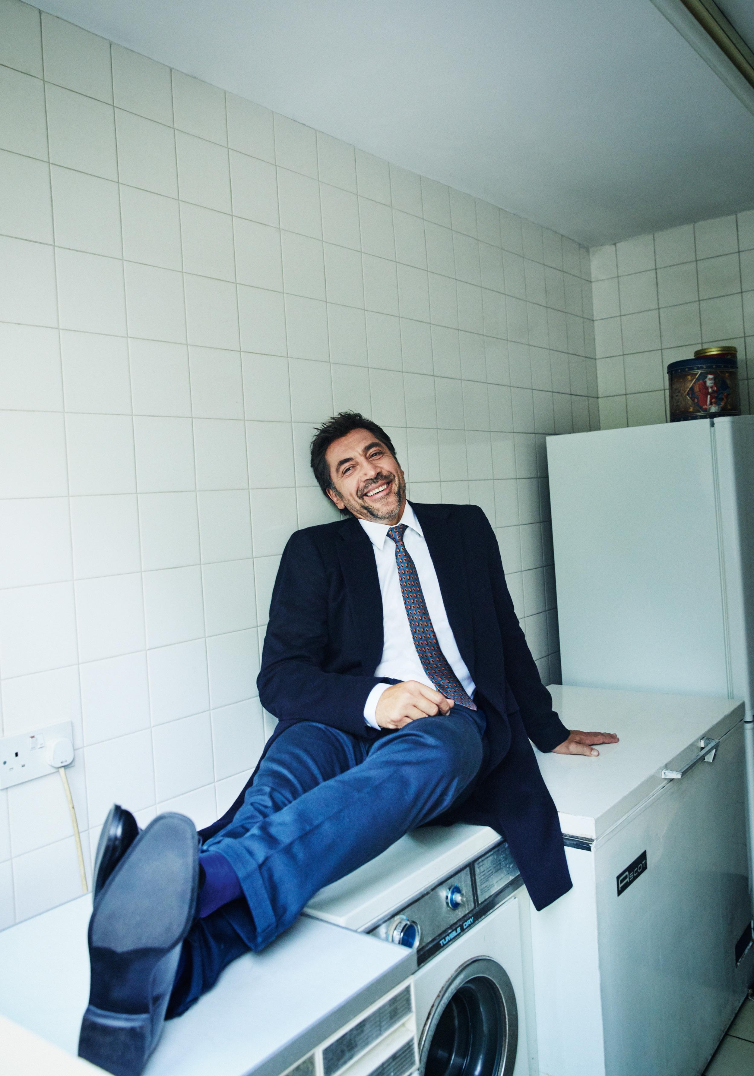 Пиджак, рубашка, галстук, брюки, носки иботинки, все Prada