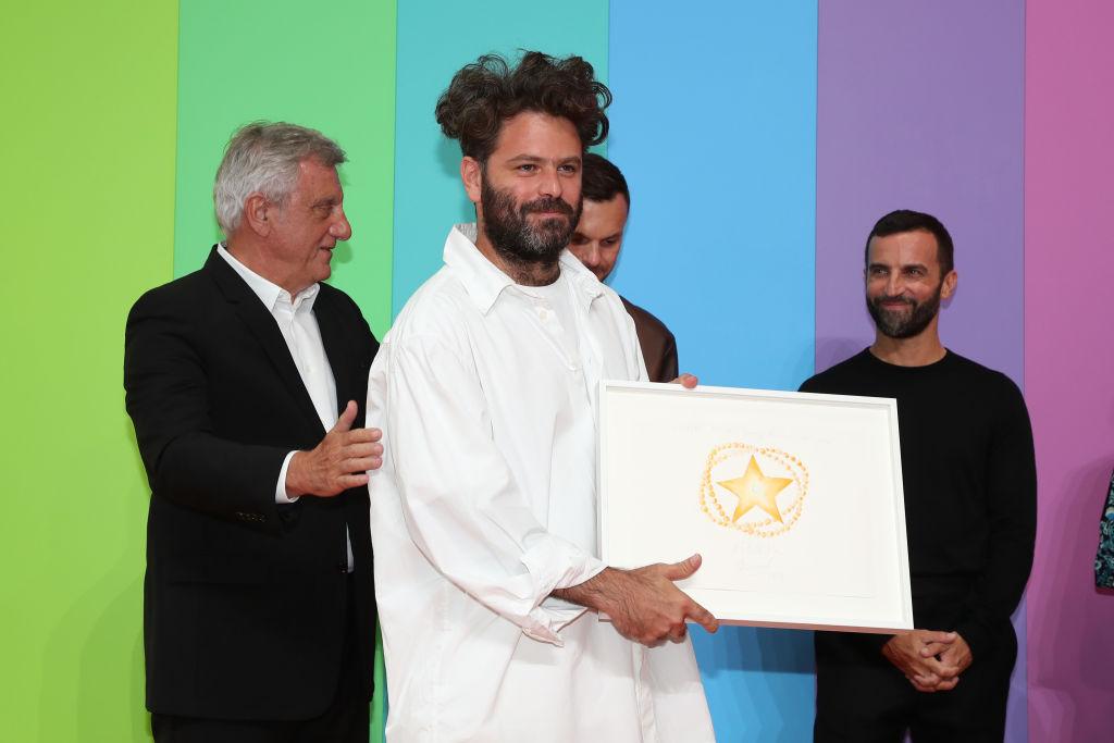 Хед Майнер получает премию имени Карла Лагерфельда