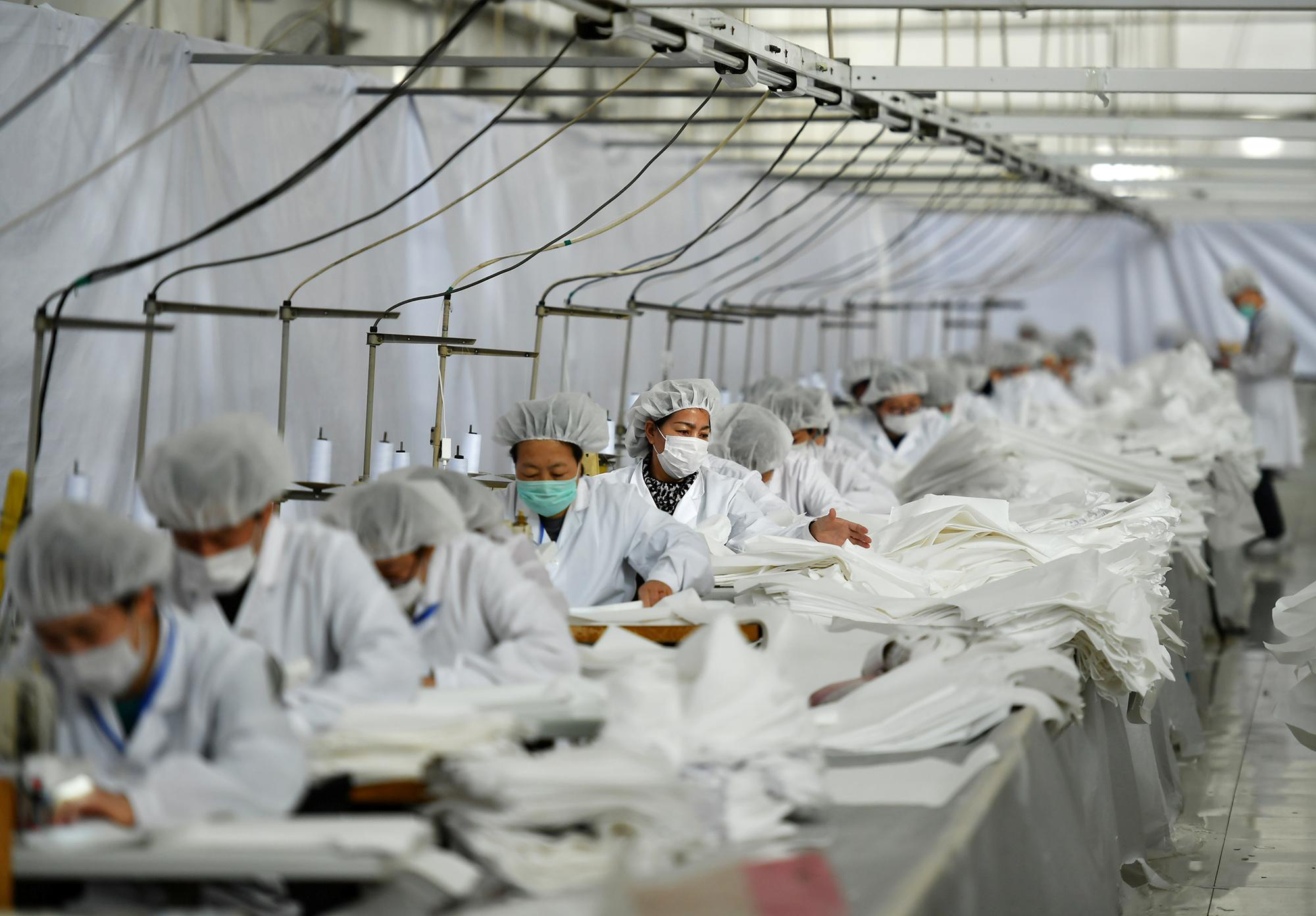 Единственное производство, которое непострадало, — пошив медицинской защитной одежды.