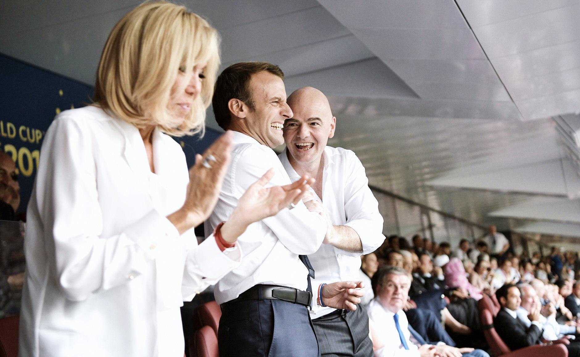 Супруга президента Франции Э.Макрона Бриджит, президент Франции Эмманюэль Макрон ипрезидент FIFA Джанни Инфантино
