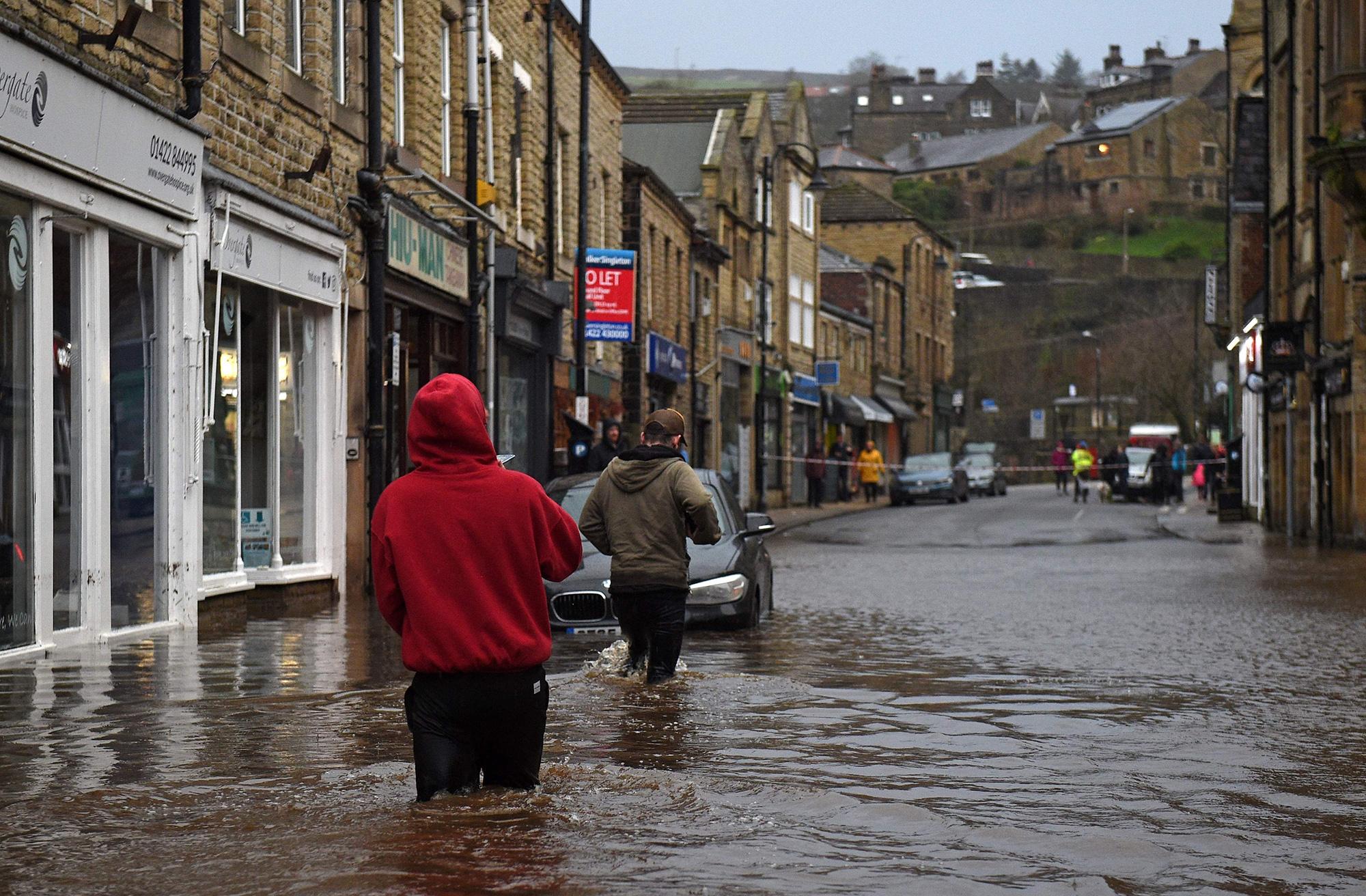 Потоп вгородке Хебден Бридж вграфстве Западный Йоркшир, Великобритания