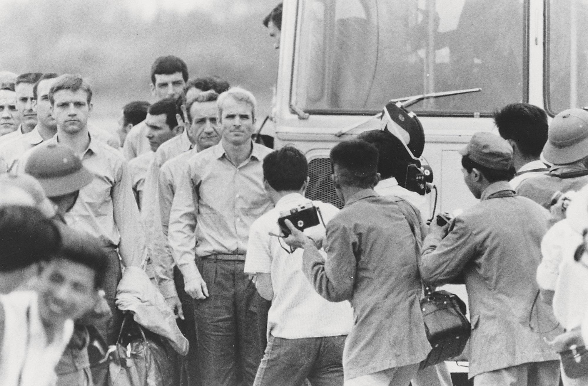 Из плена Маккейн был освобожден вмарте 1973 года после подписания мирного соглашения между США иВьетнамом.