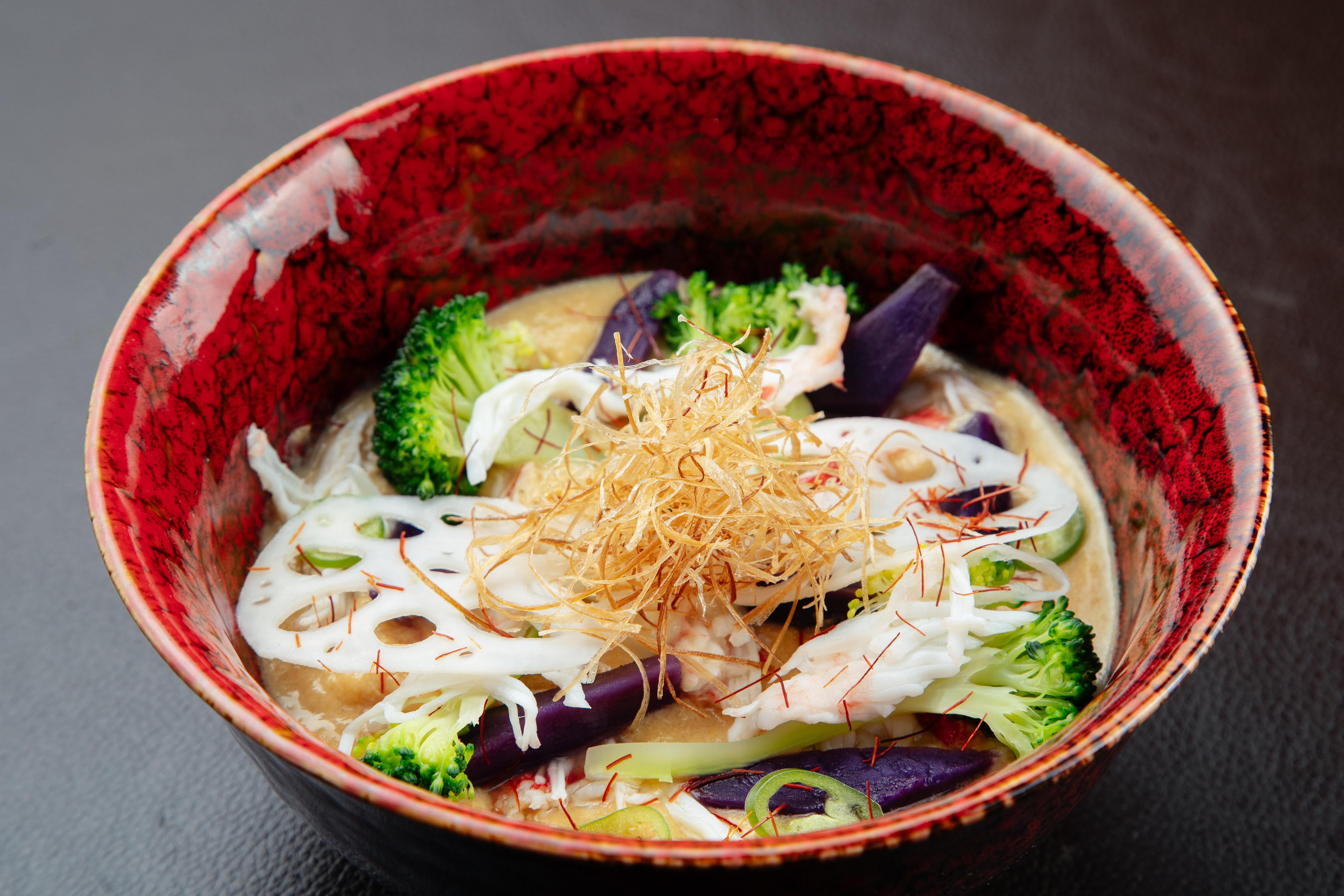 Кремовый суп изкраба со светлым мисо иовощами