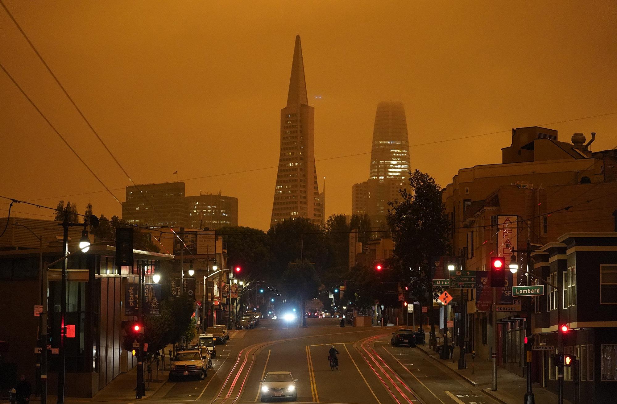Вид напирамиду «Трансамерика» — второе повысоте здание вСан-Франциско, Калифорния.
