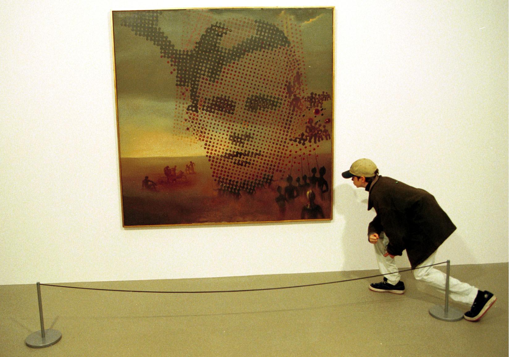 """Картину """"Портрет моего умершего брата"""" (1963 год) Дали написал вэтот поздний период своего творчества. Вэти годы была открыта ДНК, иу Дали начался новый виток интереса кродственной связи ивозможностям бессмертия."""