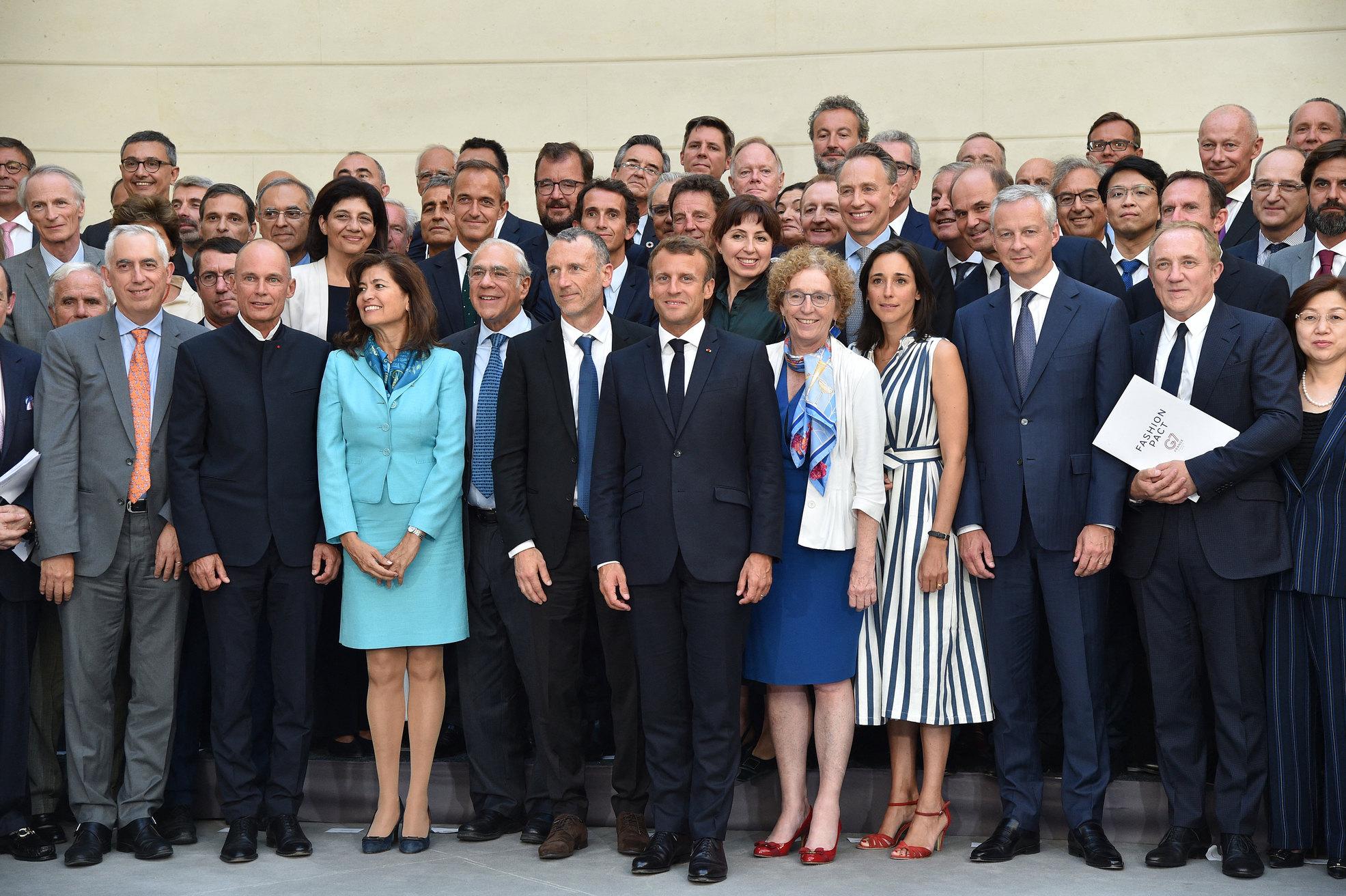 Участники предварительной конференции вПариже передсаммитом G7, где Франсуа-Анри Пино (с белой папкой) представил текст пакта.