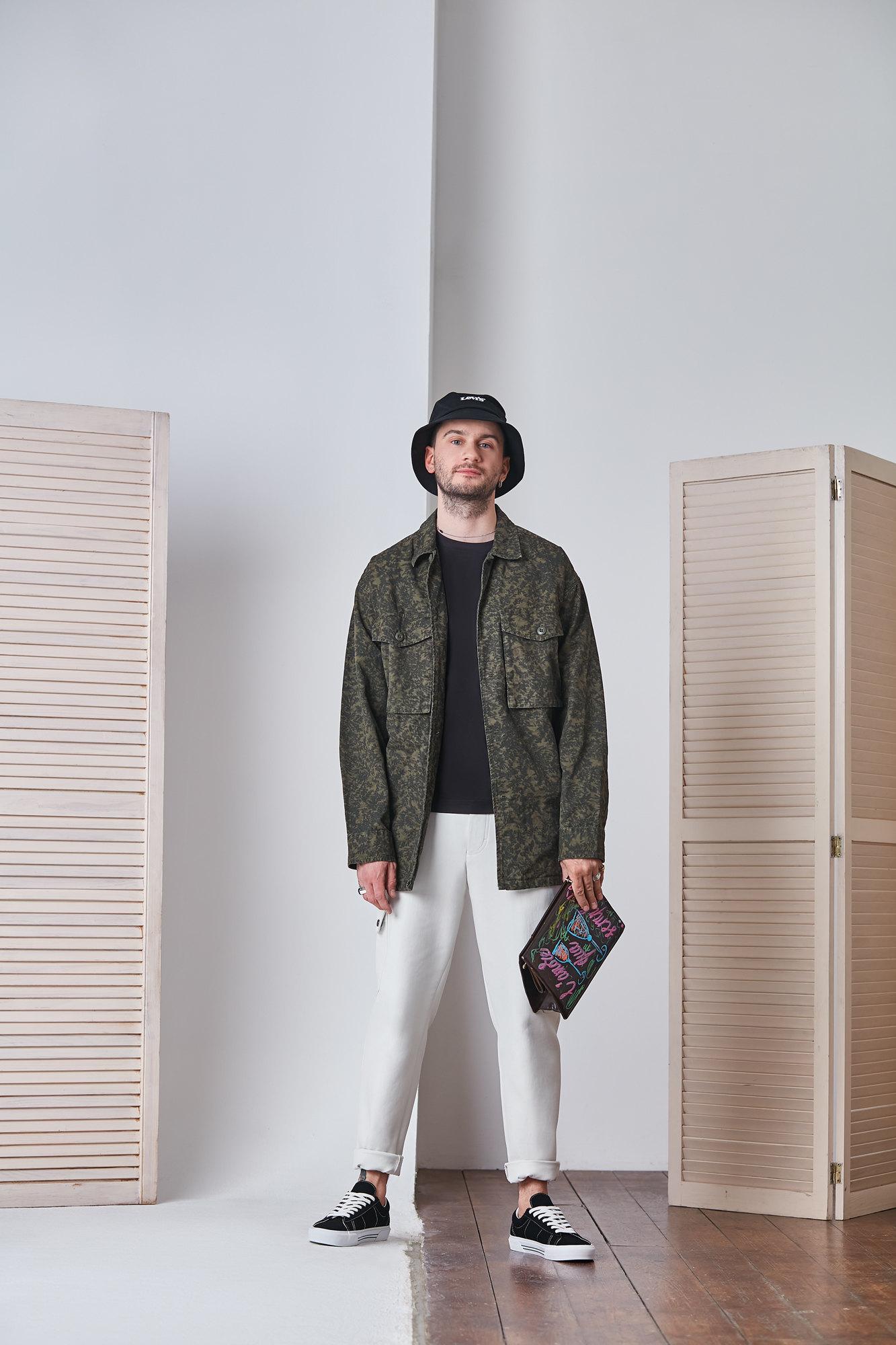 Панама Levi's Куртка Levi'sФутболка Boggi Milano  Брюки BossКлатч, собственность АлександраКеды Vans