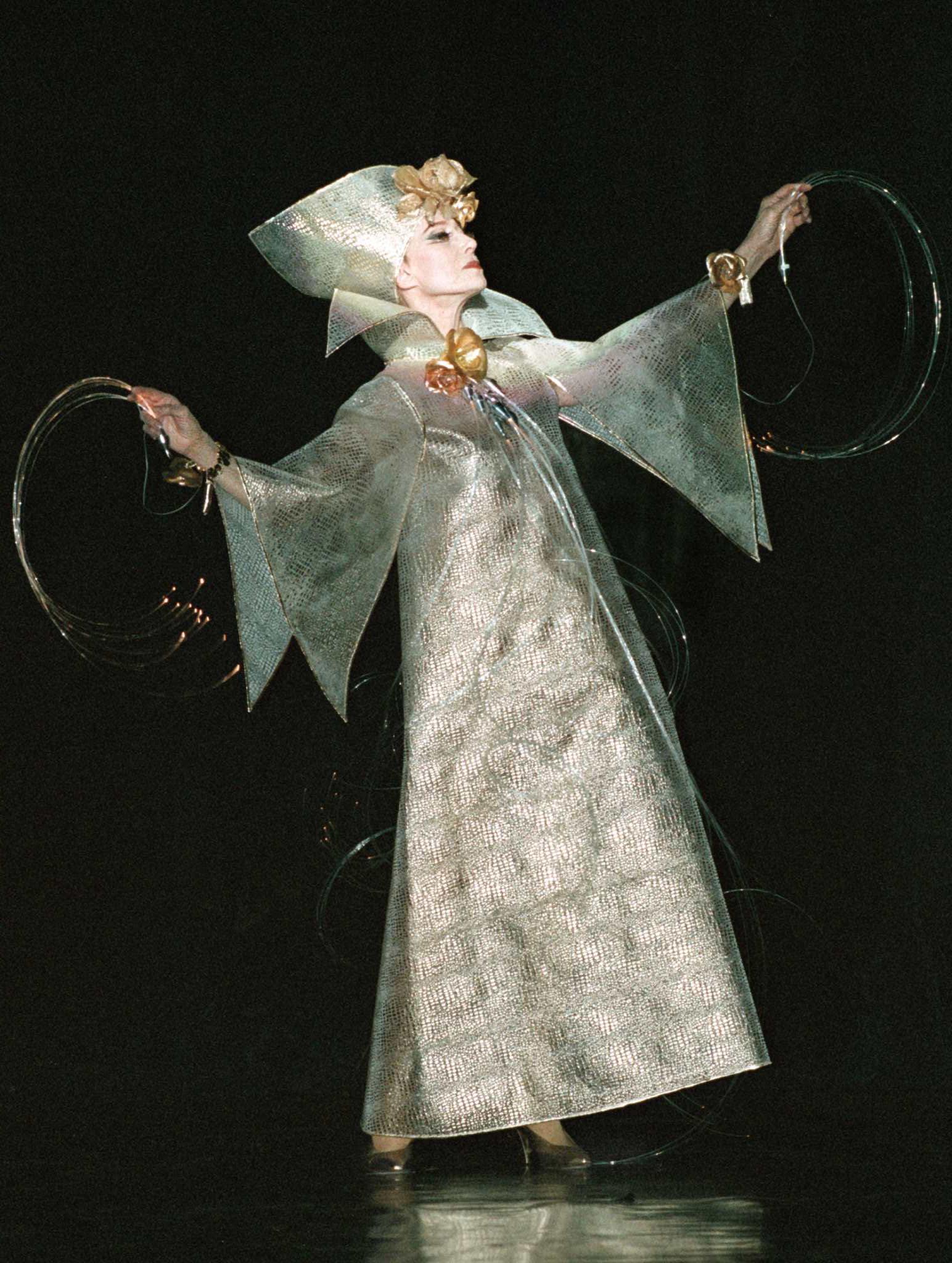 Постановка «Мода итанец», 1998