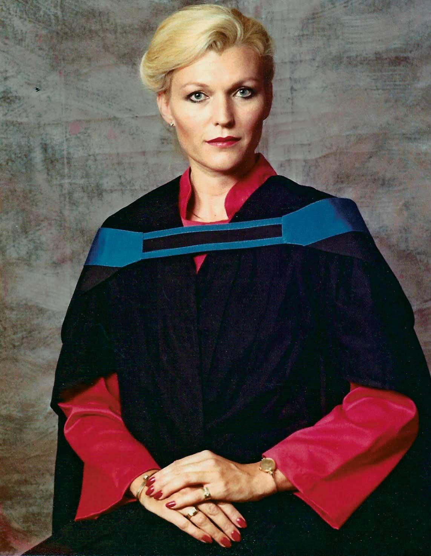 Мэй Маск в1983 году после окончания учебы