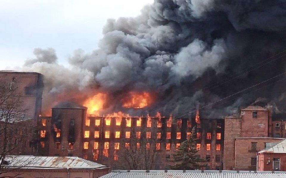 В Санкт-Петербурге загорелось историческое здание «Невской мануфактуры». Притушении погиб пожарный