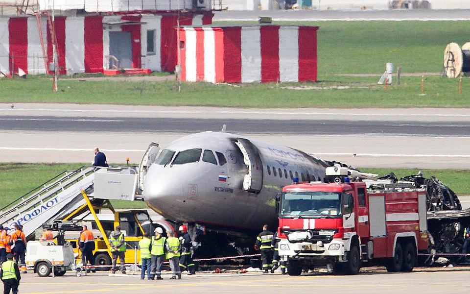 «Коммерсантъ»: молния повредила автоматику сгоревшего вШереметьево «Суперджета», но ккрушению привела ошибка пилотов
