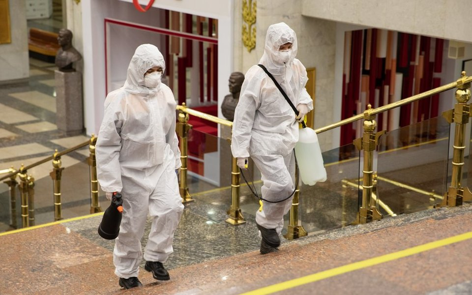 В России второй день подряд обновляется рекорд позаболеваемости коронавирусом: засутки выявлено 24318 новых случаев Covid-19