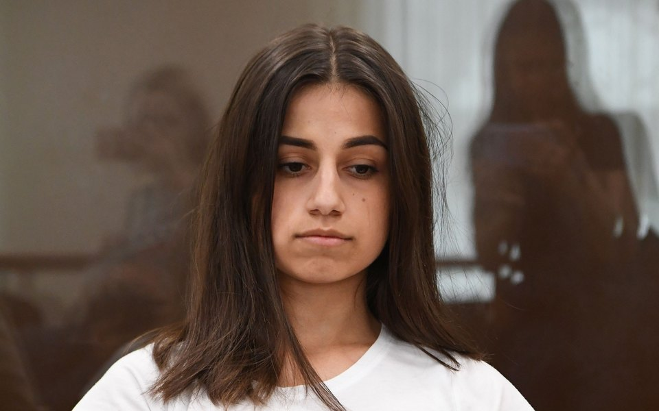 Адвокат одной изсестер Хачатурян опубликовал фрагмент переписки девушки сотцом. Он оскорблял дочерей иугрожал насилием
