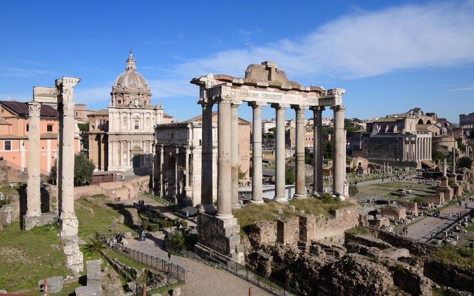 Женщина украла из римского музея кусок древнего мрамора, но через три года вернула его. На артефакте появилась надпись