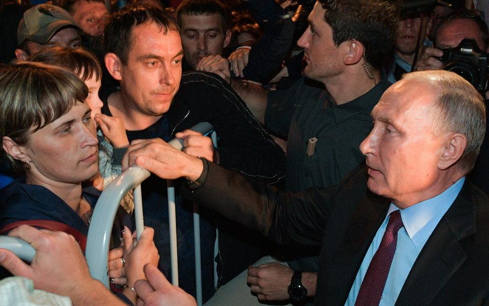 Иркутскую чиновницу, оскорбившую жертв наводнения, отстранили отработы. Путин назвал ее непорядочным человеком