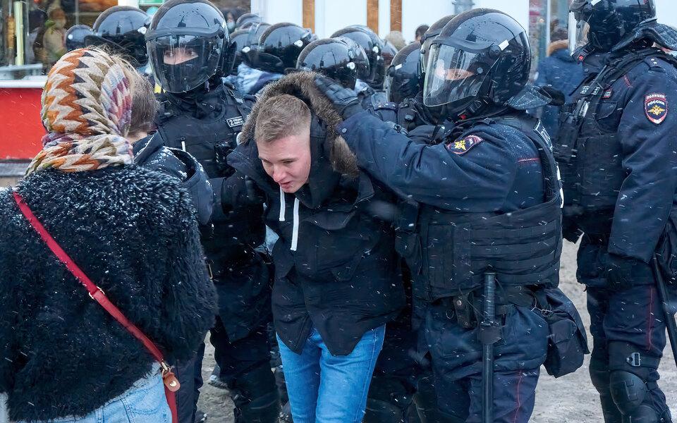 Госдума в4 раза увеличила штрафы занеповиновение силовикам намитингах