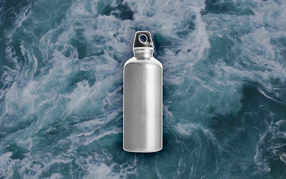 Многоразовые бутылки дляводы — тренд: сними ходят модели игости модных показов. Вам тоже нужна такая