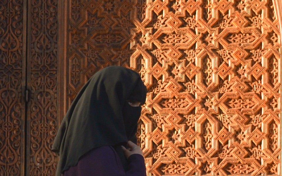 Девушку вСаудовской Аравии арестовали запрогулку вюбке. Инцидент вызвал бурные обсуждения повсей стране