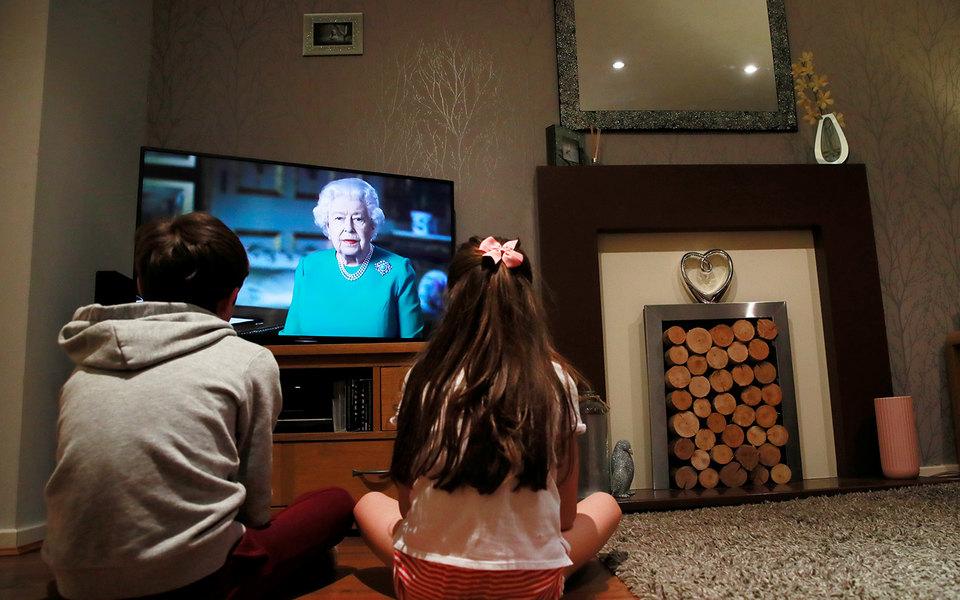 «Мы встретимся снова»: королева Великобритании Елизавета II обратилась кнации всвязи спандемией