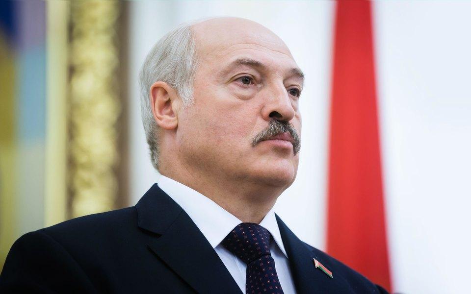 Лукашенко разрешил силовикам использовать боевую технику для подавления массовых беспорядков
