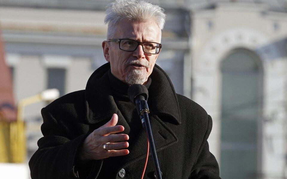 Пиджак, сшитый Эдуардом Лимоновым, продали на аукционе за 1,7 млн рублей