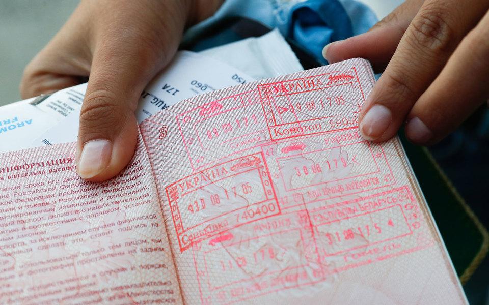 Владимир Зеленский поручил упростить получение гражданства для«этнических украинцев издружественных стран». Это стало ответом науказ Путина