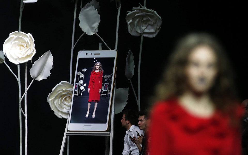 Монитор вместо подиума: как недели моды переходят вонлайн ичто сними будет дальше