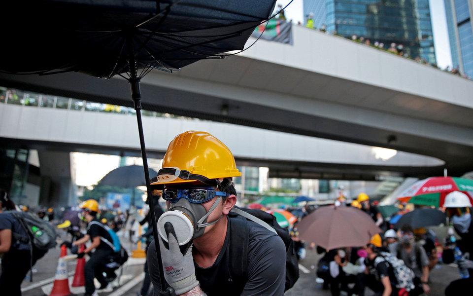 В Гонконге объявили всеобщую забастовку. Вгороде наступил транспортный коллапс