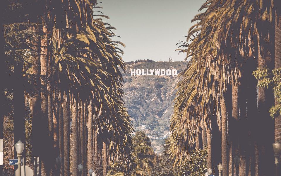 Перестрелки, вечеринки Playboy, сумасшедшие соседи: сценарист изРоссии рассказывает, как устроен ее голливудский дом