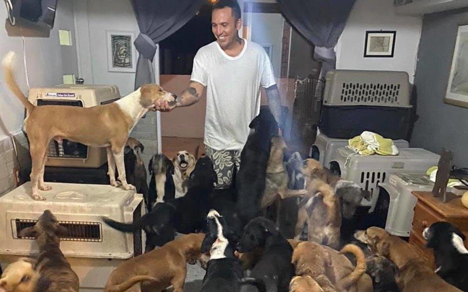 В Мексике мужчина укрыл у себя дома 300 животных, чтобы спасти их от урагана
