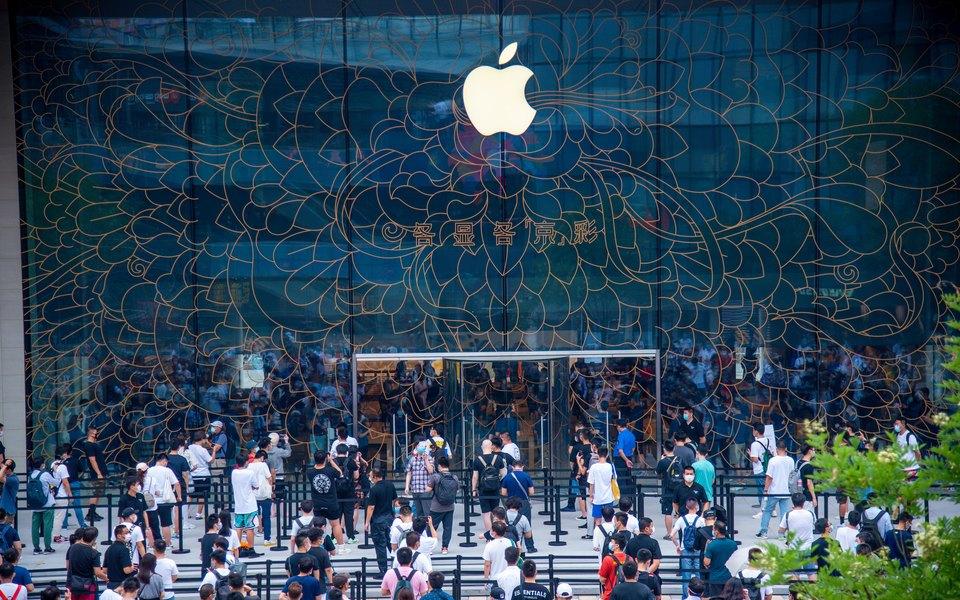 Bloomberg: Apple начала разработку смартфона со складным экраном