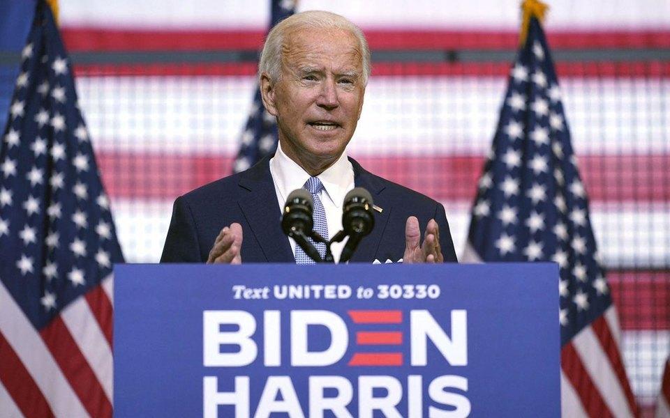 Джо Байден навстрече слатиноамериканскими избирателями включил стелефона Despacito