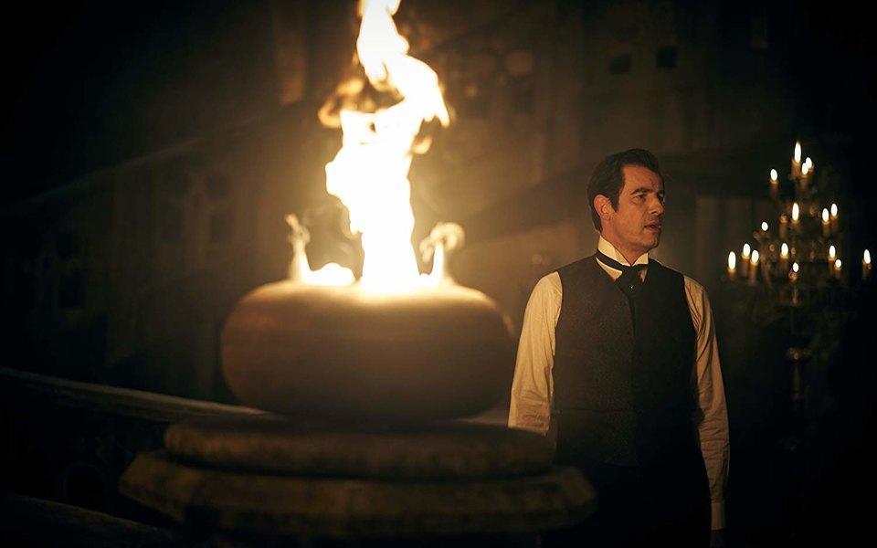 Вышел сериал «Дракула» — новая интерпретация истории просамого знаменитого вампира отсоздателей «Шерлока». Рассказываем, что уних получилось
