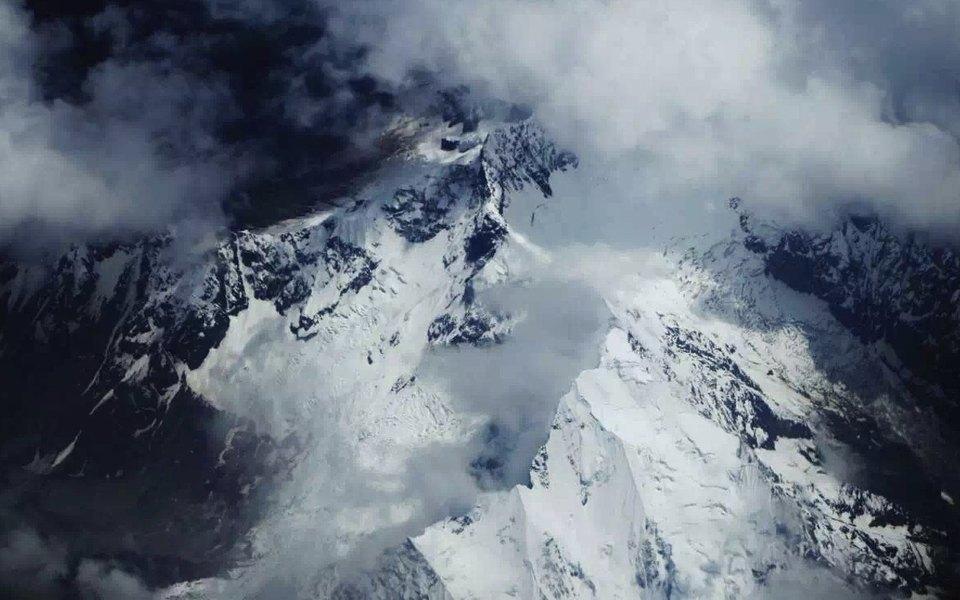 На вершине Эвереста впервые обнаружили частицы микропластика
