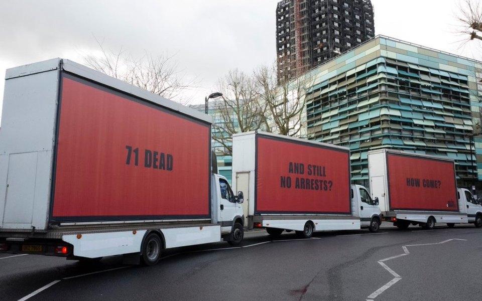 Три билборда вЛондоне. Активисты призывают продолжить расследование пожара вGrenfell Tower