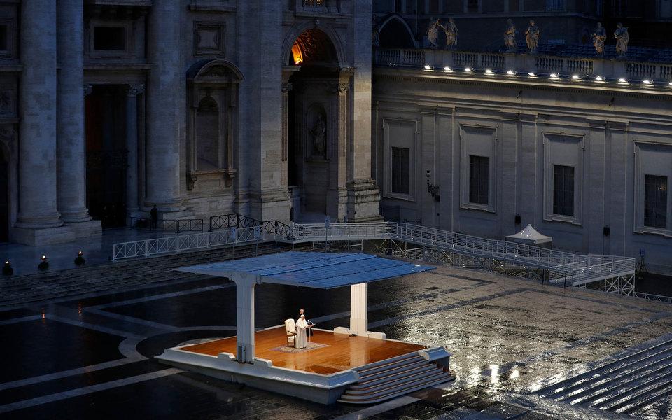 Папа римский Франциск пропустил новогодние службы из-за недомогания