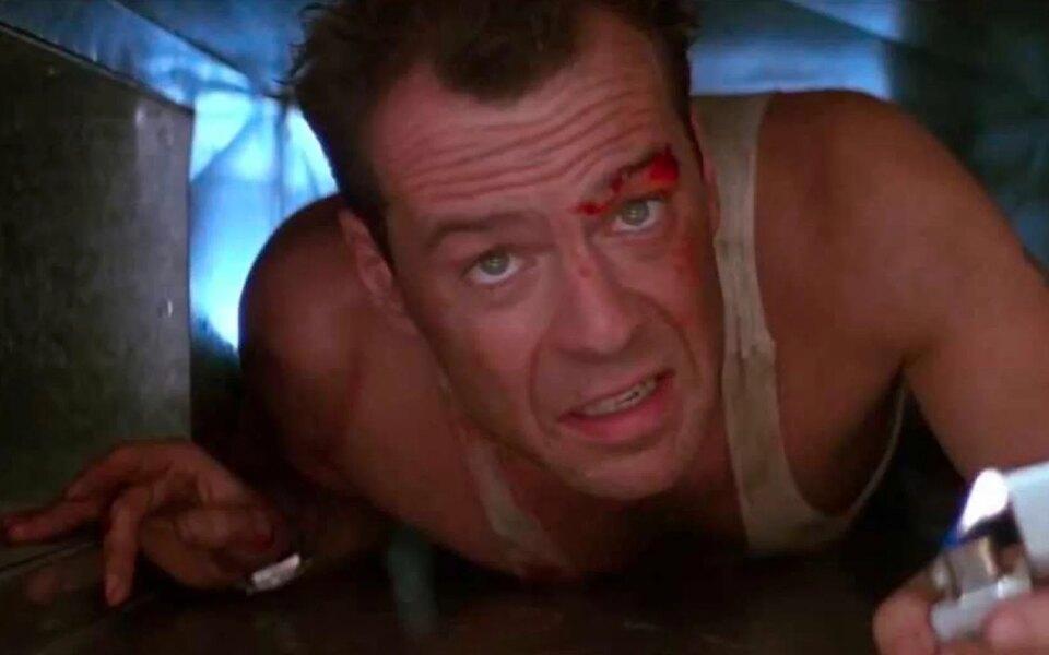 Брюс Уиллис вернулся кроли Джона Макклейна из«Крепкого орешка». Правда, длярекламы аккумуляторов длямашин Die Hard