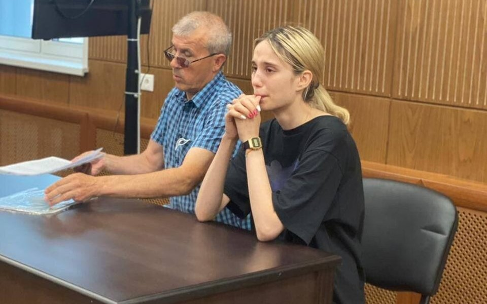 Суд арестовал 18-летнюю москвичку, сбившую трех детей на пешеходном переходе. Двое из них умерли