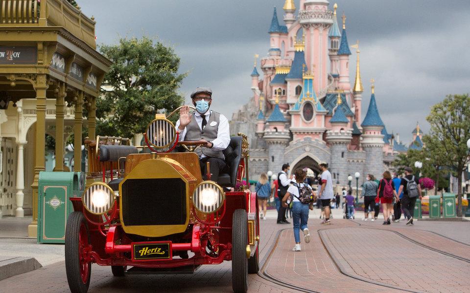 Disney уволит около 32 тысяч сотрудников из-за пандемии коронавируса. В первую очередь это коснется сотрудников «Диснейлендов»
