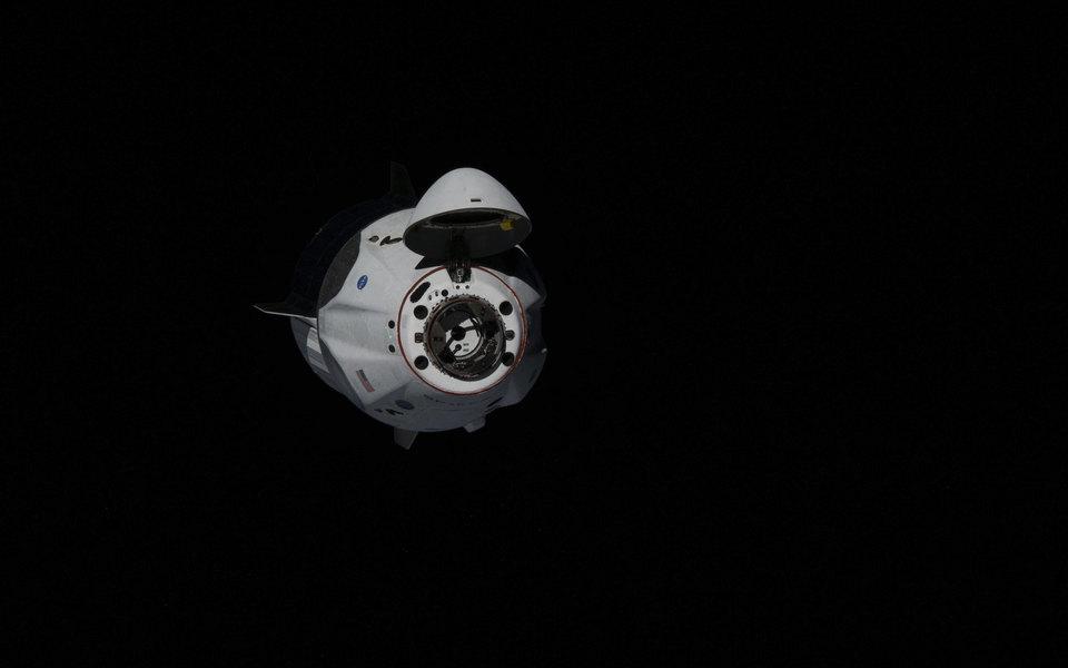Crew Dragon Илона Маска сдвумя астронавтами отстыковался отМКС ивозвращается наЗемлю