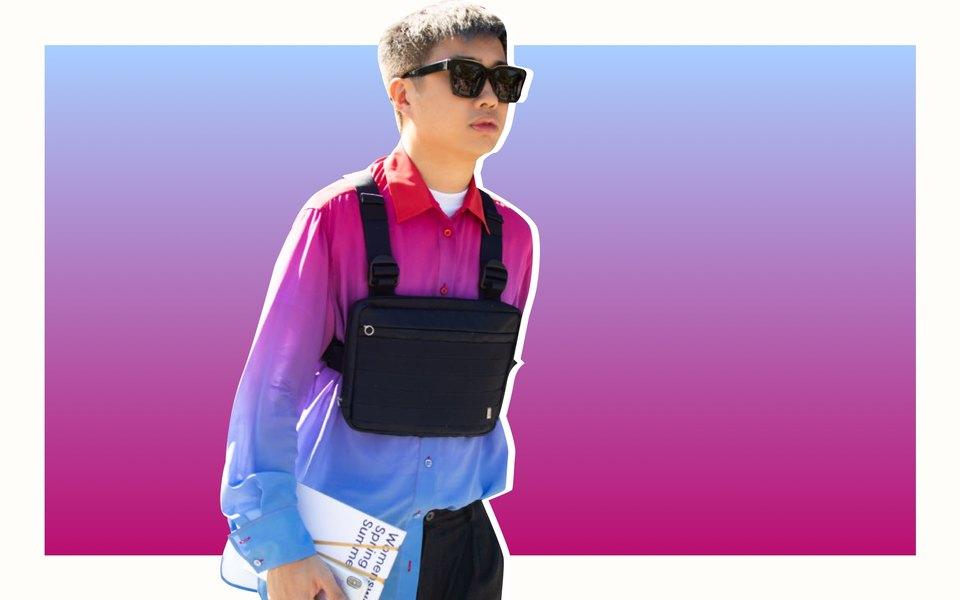 Новый тренд: нагрудные сумки, похожие насмесь маленького рюкзака икобуры